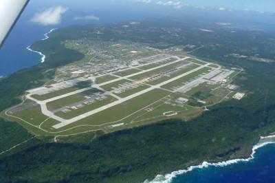 Andersen Air Force Base: 飛行...